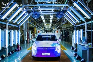 车圈五菱轿车2200万辆车型下线全球银标正式发布